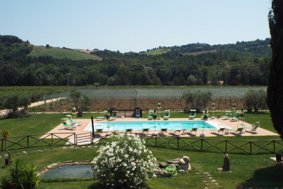 Agriturismo con piscina marche agriturismo villa cru - Agriturismo napoli con piscina ...